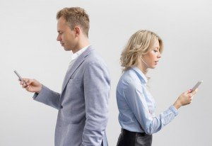 """Does Your Spouse Have a """"Smartphone"""" Addiction? Get Help from Our Couples Counselling Centre"""